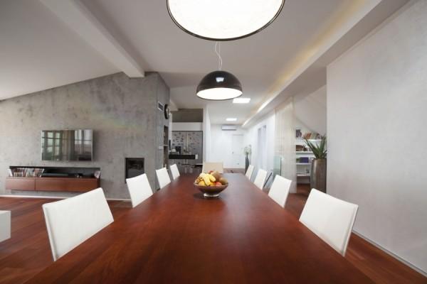 Půdní byt - jídelní kout